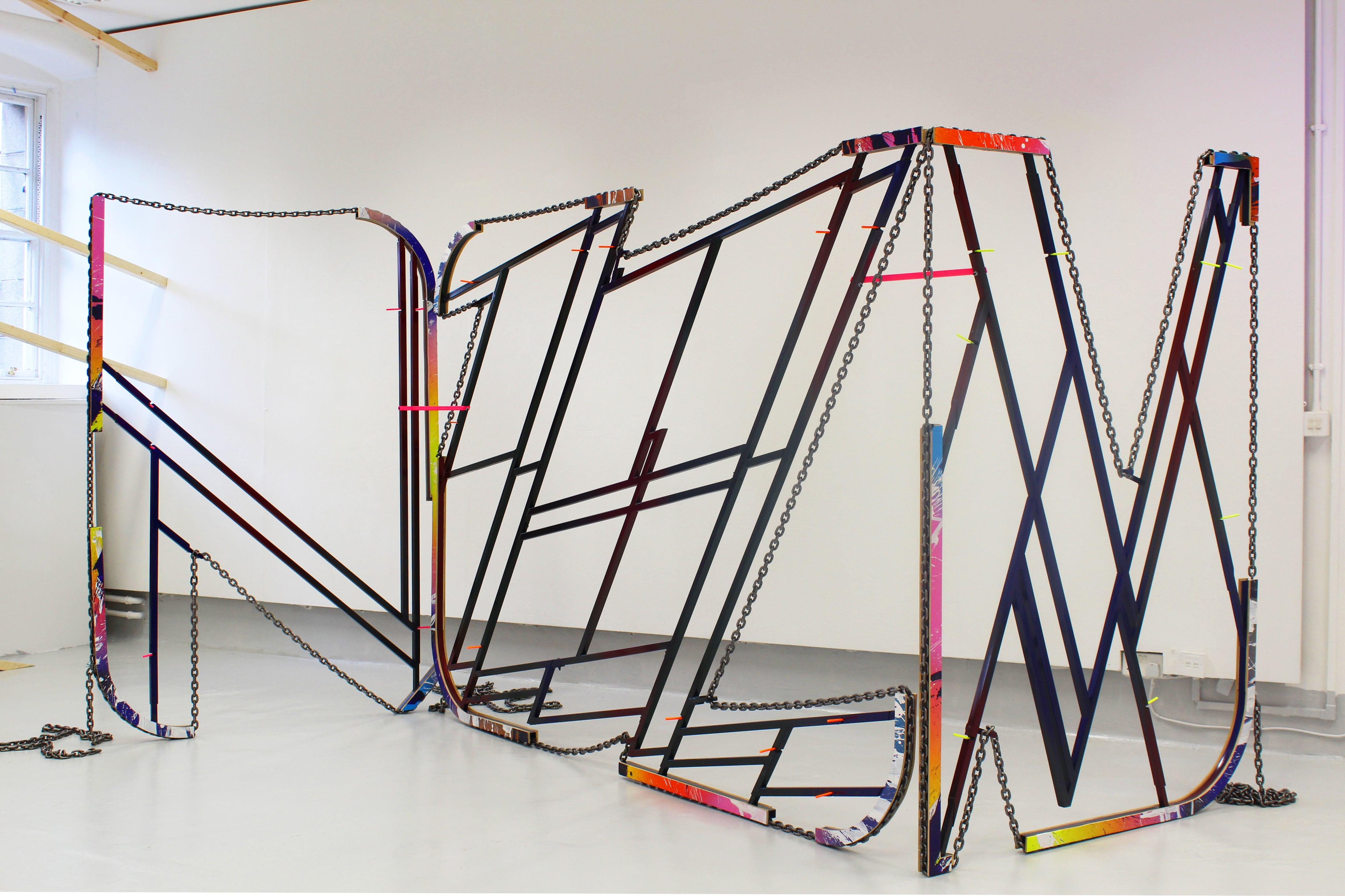 NemesM_Everyday-I-Try_2018_196x136x260cm_steel-carpaint-MDF-acrylic-lifting-chain-min