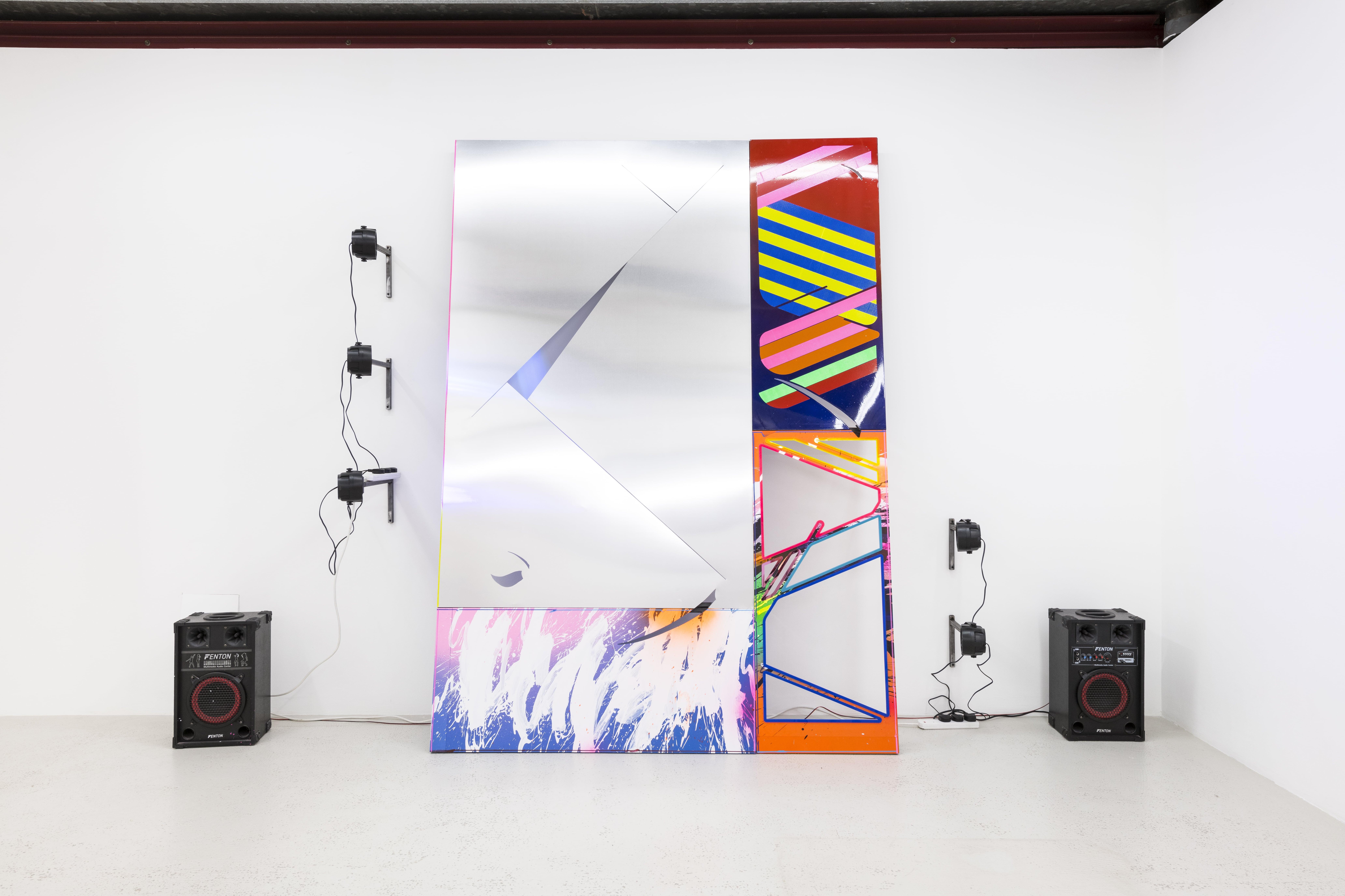 NemesM_Police-Party-02_2018_250x178cm_aluminium-steel-foamex-PVC-light-reflective-vinyl-carpaint-acrylic-dj-lights-speakers-sound-min